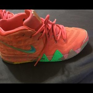 Good used condition Nike kyrie 4 lucky charm